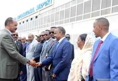 مطار أسمرا يستقبل الرئيس الصومالي  ظهر اليوم ويتوقع إعلان ختامي مشترك لمحادث القمة بين البلدين يوثق لاستئناف وبناء علاقات متينة بينهما